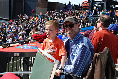 HWIS students cheer on the mets